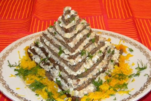 Закусочный торт пирамида