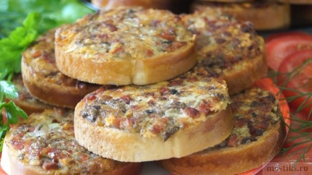 Вкусная закуска за 10 минут: Ленивчики с грибами и ветчиной