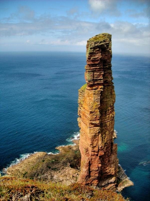 Скала Старик Хой в Шотландии